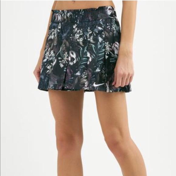 Nike Dresses & Skirts - Nike flex floral tennis skirt size M